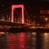 Vörös fénnyel festik meg Budapest több épületét! Képek itt!