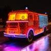 Varázslatos ünnepi tűzoltóautó közlekedik Budapesten!