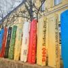 Könyvespolc lett a Bethesda Gyermekkórház kerítéséből!