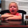 Ezt látni kell! Így reagálnak a gyerekek ha megeszed a csokijukat!