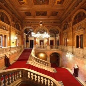 Újra van Operalátogatás - Jegyek a Budapest Opera Tour-ra itt!