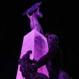 Lila lesz 1 estére a Szabadság-szobor és több más helyszín is!
