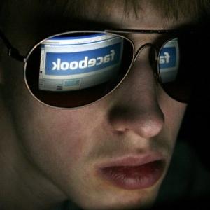 Ne legyél áldozat! A sexting, trollkodás és a Facebook veszélyei Magyarországon!
