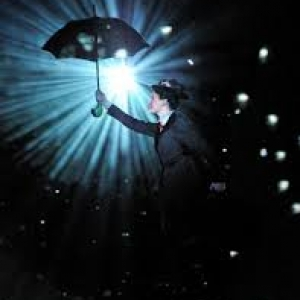 Így repül a Mary Poppins musicalben Mary - Videó itt!