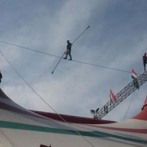 20 méter magasban drótkötélen a cirkuszok világnapján!
