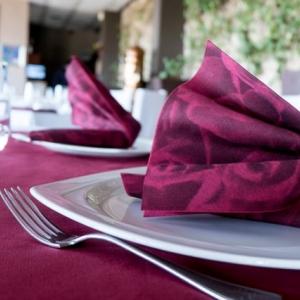 Ingyen ehetnek a gyerekek a budapesti étteremben ha nem mobilozik a család!