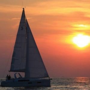 Romantika a naplementében a Balaton közepén - Jegyek itt!