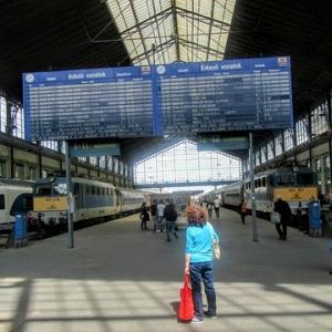 INGYENES koncertek lesznek a Nyugati, Déli és a Keleti pályaudvaron!
