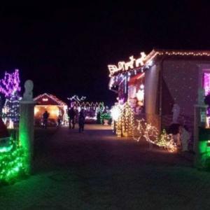 Decembertől vár Eta néni karácsonyi fényekkel díszített háza!